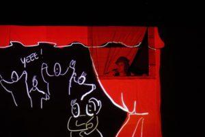 Beppe nappa dalla finestra dialoga con Dirittina